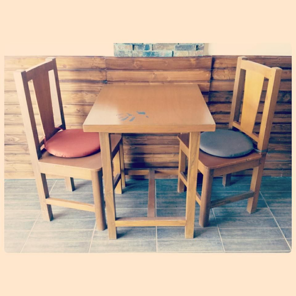 For Sale Wood Table For 3 Person Good Condation Price 35 Bd للبيع طاولة طعام خشب ل 3 اشخاص بحالة ممتازة السعر 35 Bd Dining Table Dining Chairs Table