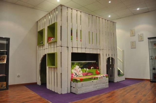 kinder spielhaus paletten bauen zwei etagen anregung | Paletten ...