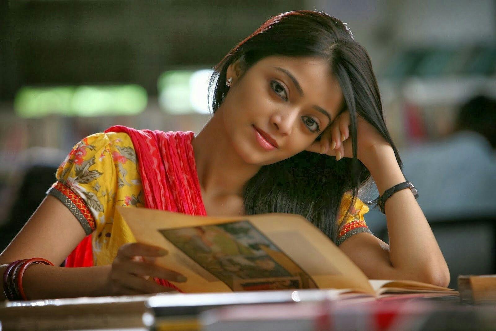 Pin by Karthii on Janani Iyer Actresses, Beautiful