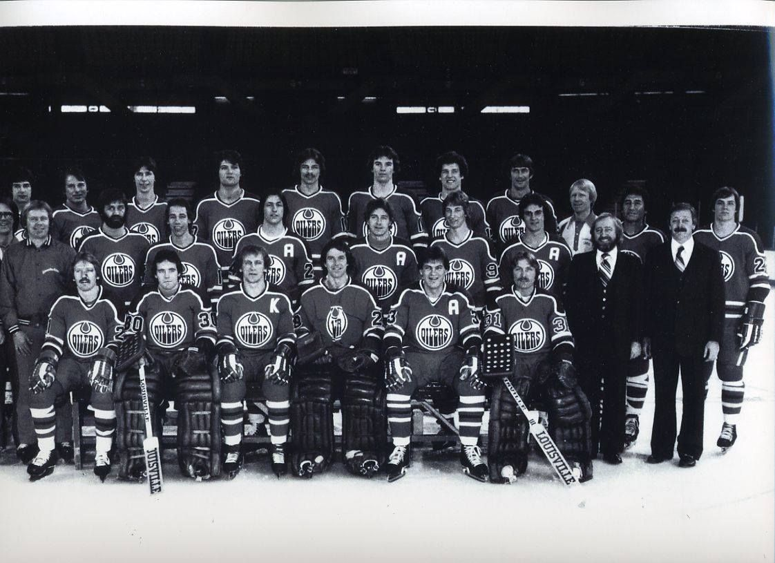 Looking At This 1978 79 Edmonton Oilers Team Photo Gives You A Great Glimpse At Some Of Hockey S Most Notable Characters Jo Edmonton Oilers Team Photos Oilers
