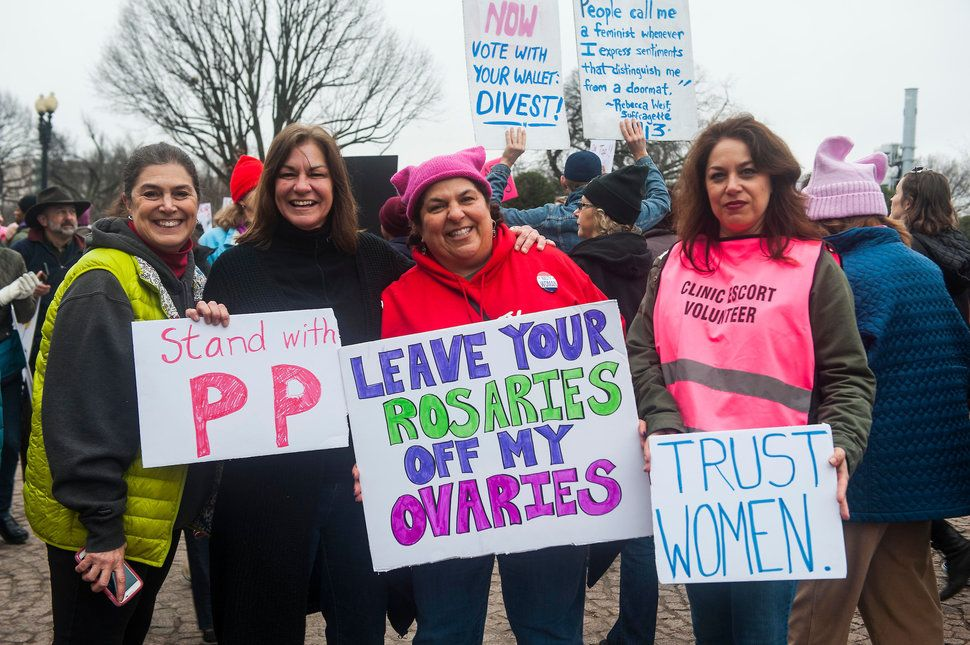 14 Signs From The Women S March To Honor Roe V Wade S 44th Anniversary Womens March Women 44th Anniversary