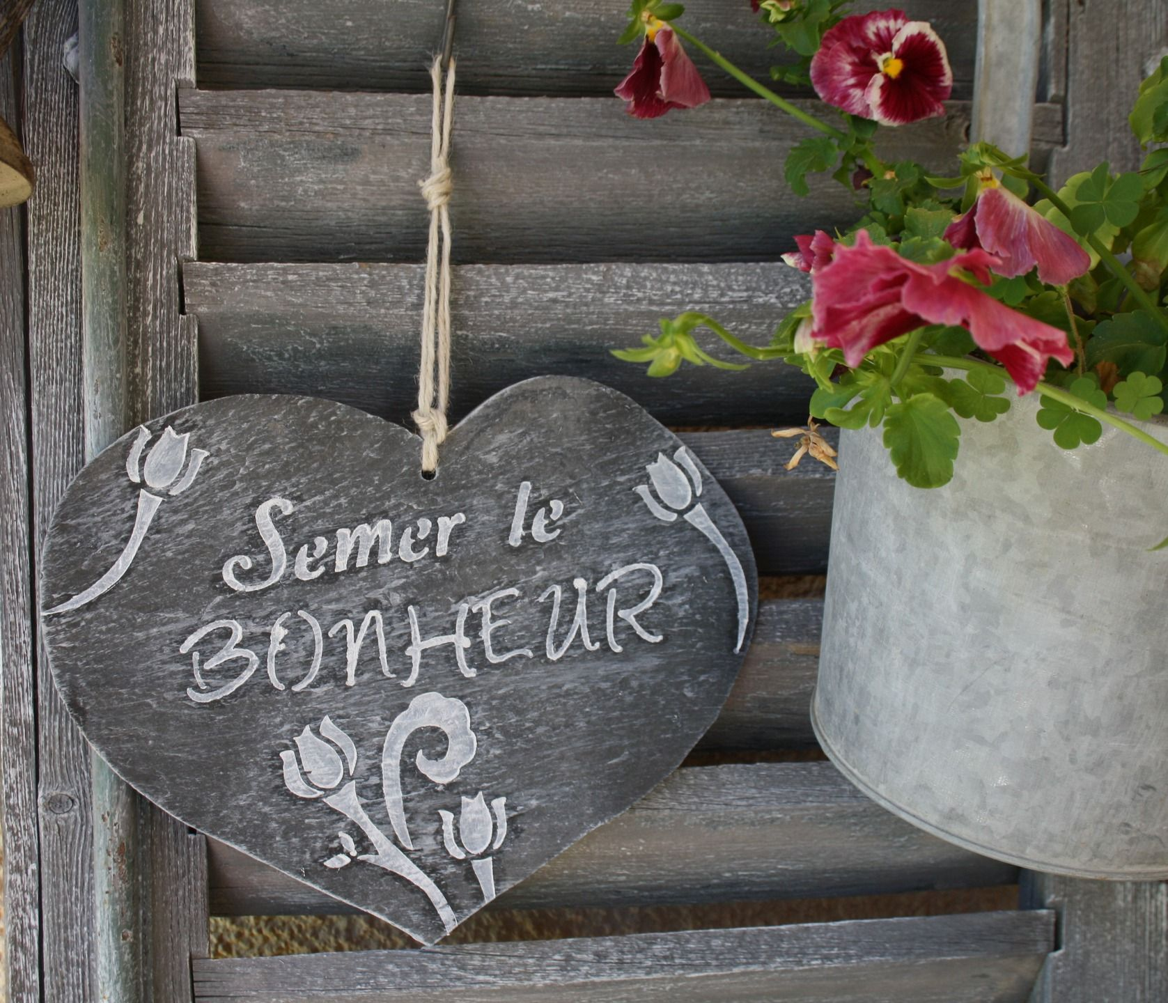 Ardoise en forme de coeur semer le bonheur accessoires for Jardinage decoration jardin