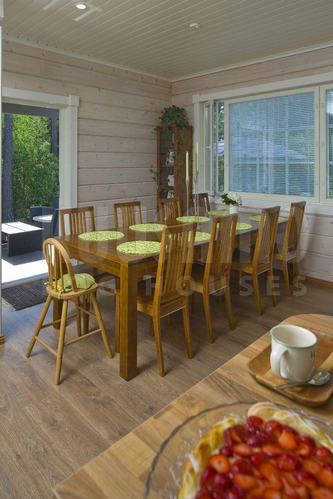 comedor casa de madera Kuusamo Log House modelo KU227 Comedores