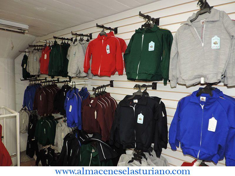 #uniformesescolares todo el año. Variedad de tallas y colores.