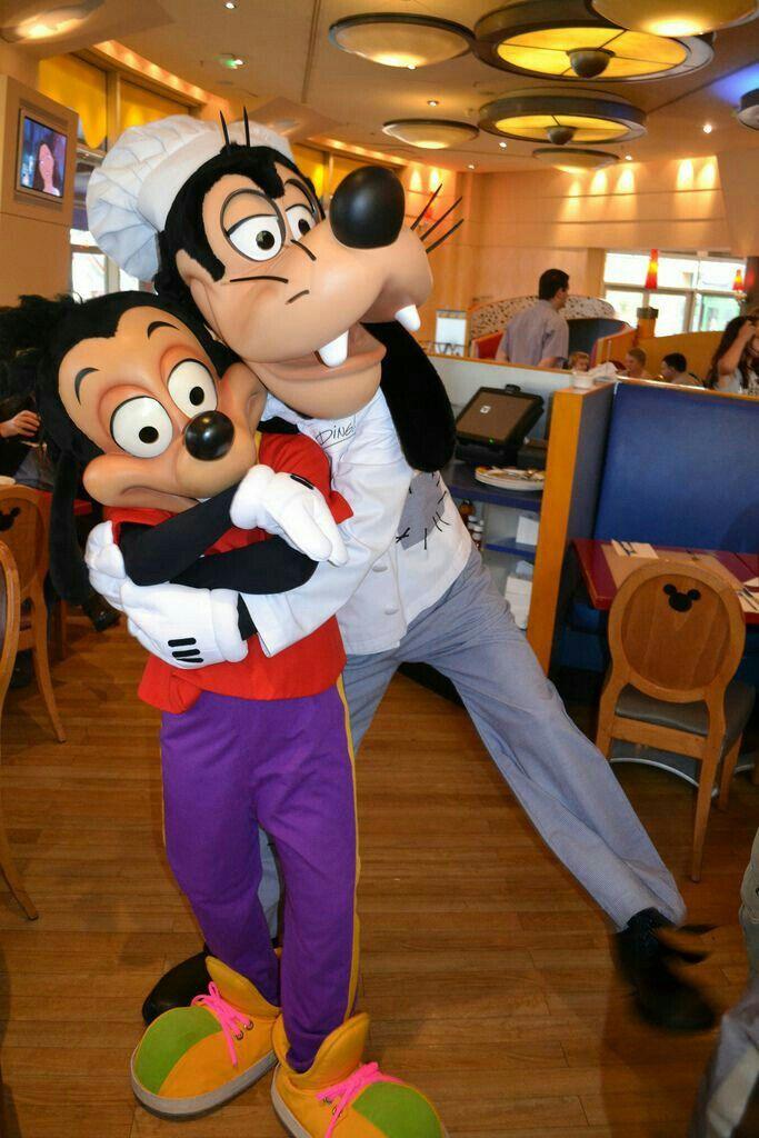 At Goofy S Kitchen Restaurant Disneyland Anaheim Ca