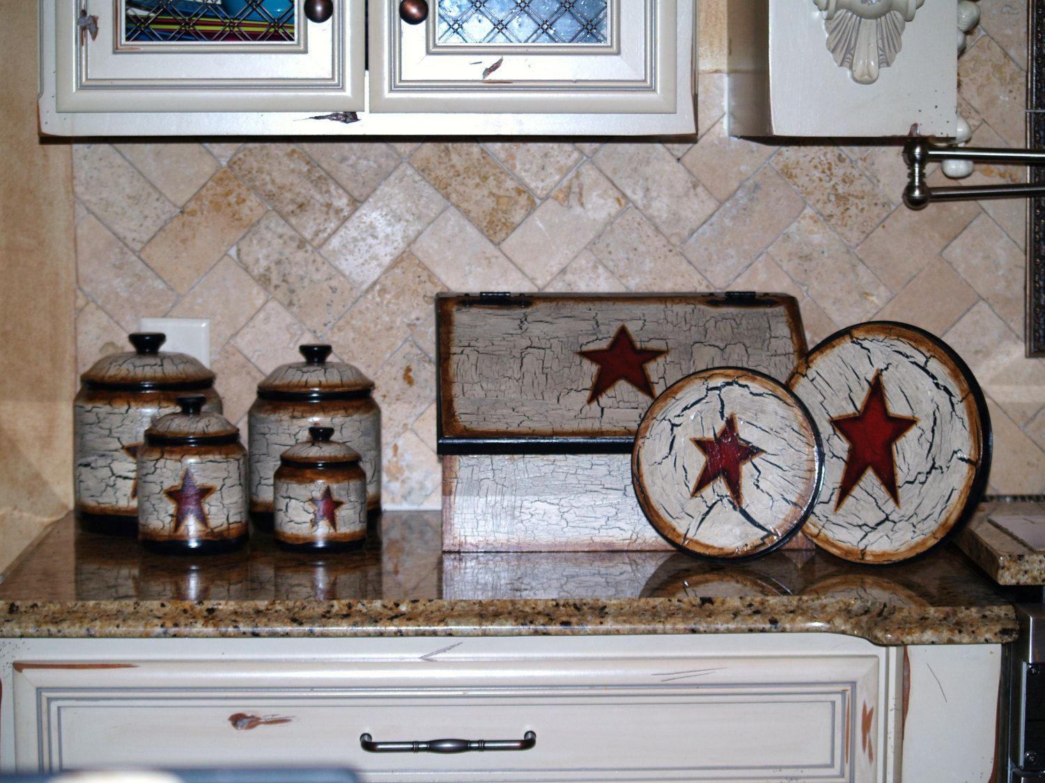 Star Wall Decor Ideas: Hand Painted Primitive Star Kitchen Decor.