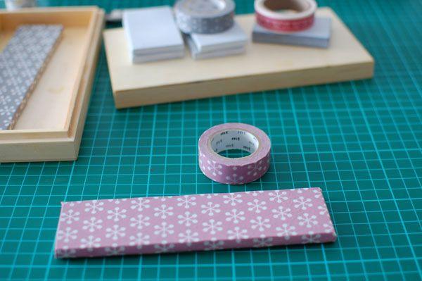 Os propongo un DIY muy sencillo y fácil: pesas para patrones forradas de washi tape. Son muy útiles , sirven para sujetar la hojas cuando copiamos los patrones y para sujetar la tela cuando marc…