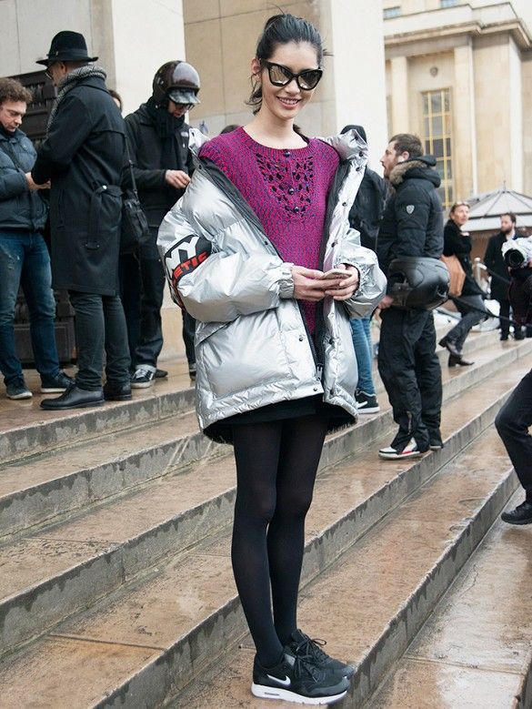Is This the New Way to Drape Your Jacket? | Street Style