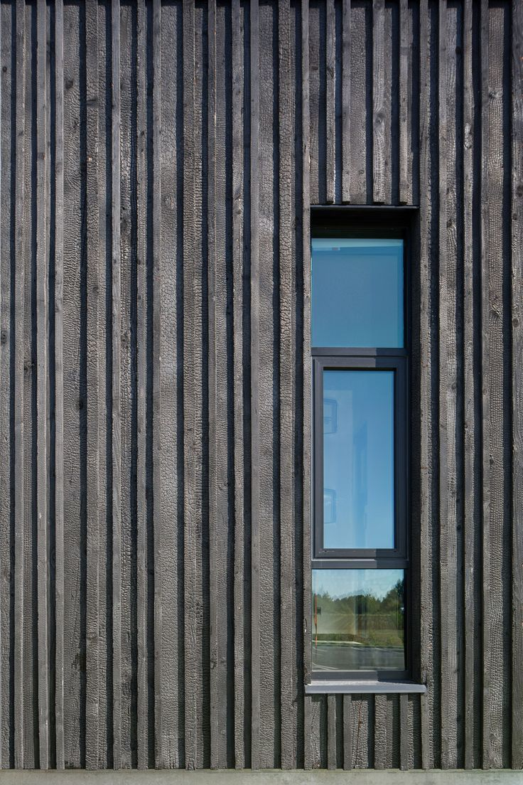 Bardage Bois Clin Vertical charred larch with texture | bardage bois vertical, facade