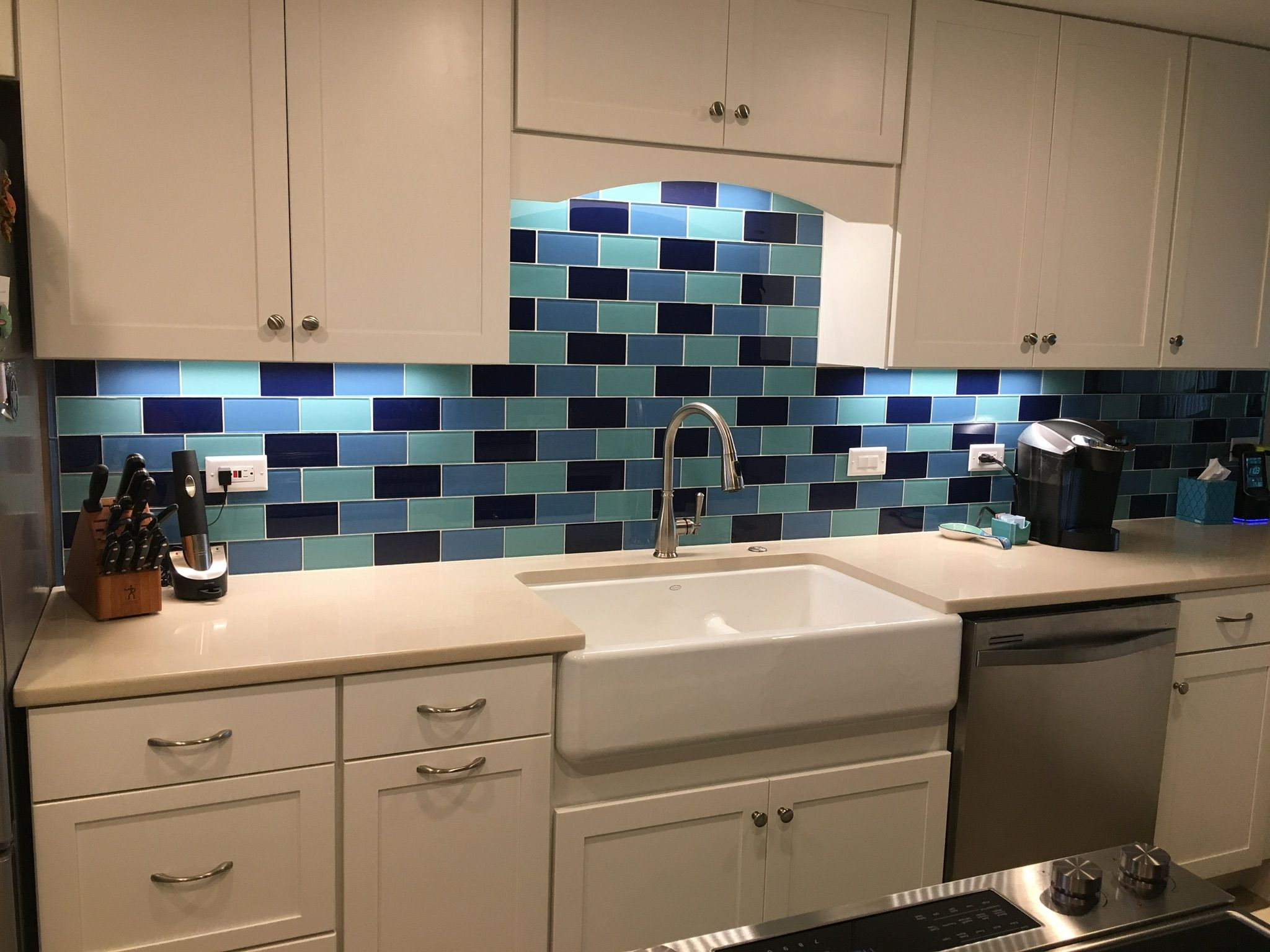 Beautiful accent backsplash using glacier aqua and cobalt glass beautiful accent backsplash using glacier aqua and cobalt glass subway tiles adds the dailygadgetfo Image collections
