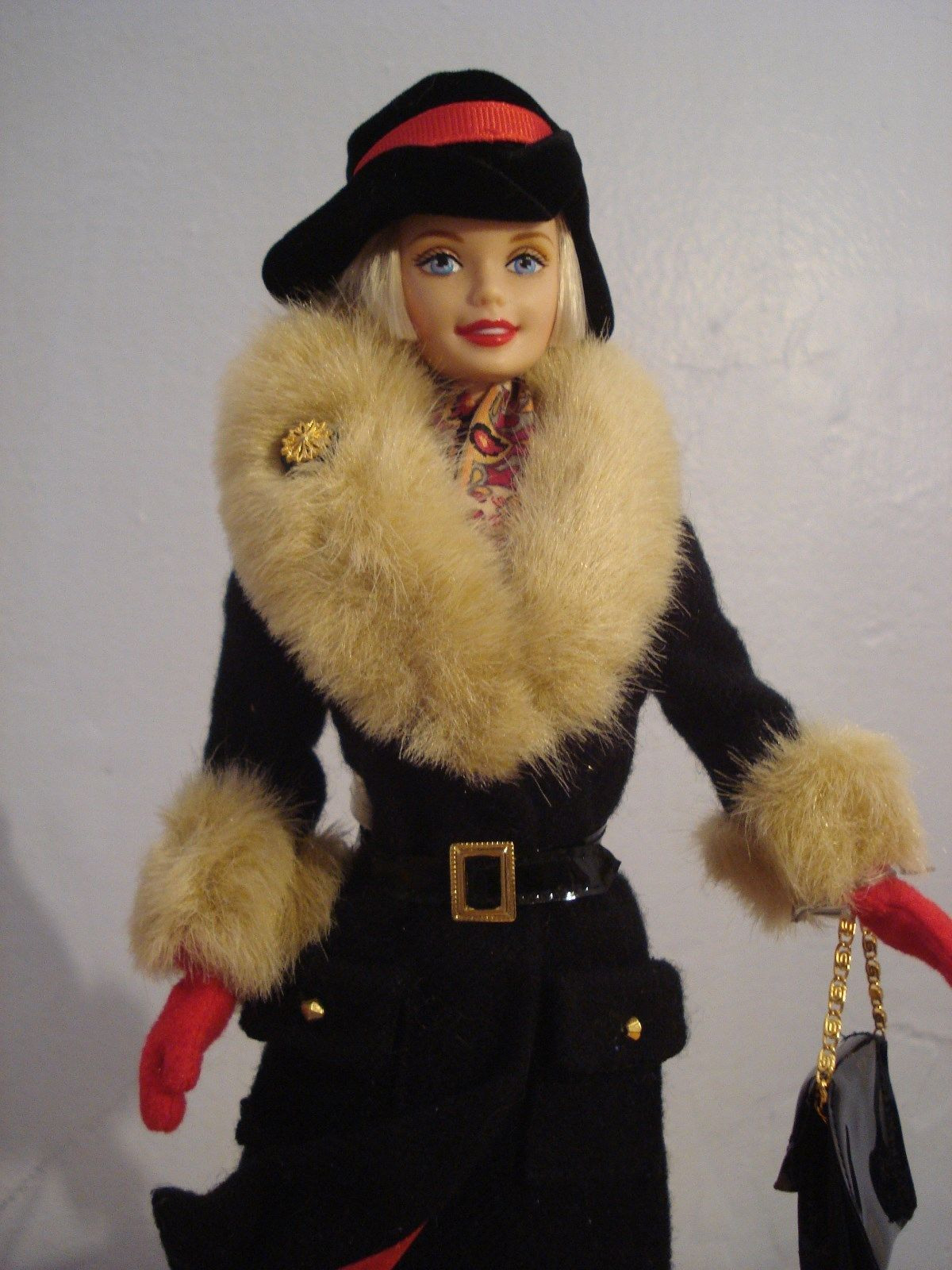 TOP BARBIE MATTEL DOLL WINTER IN NEW YORK BLACK FAUX FUR COAT JACKET ACCESSORY