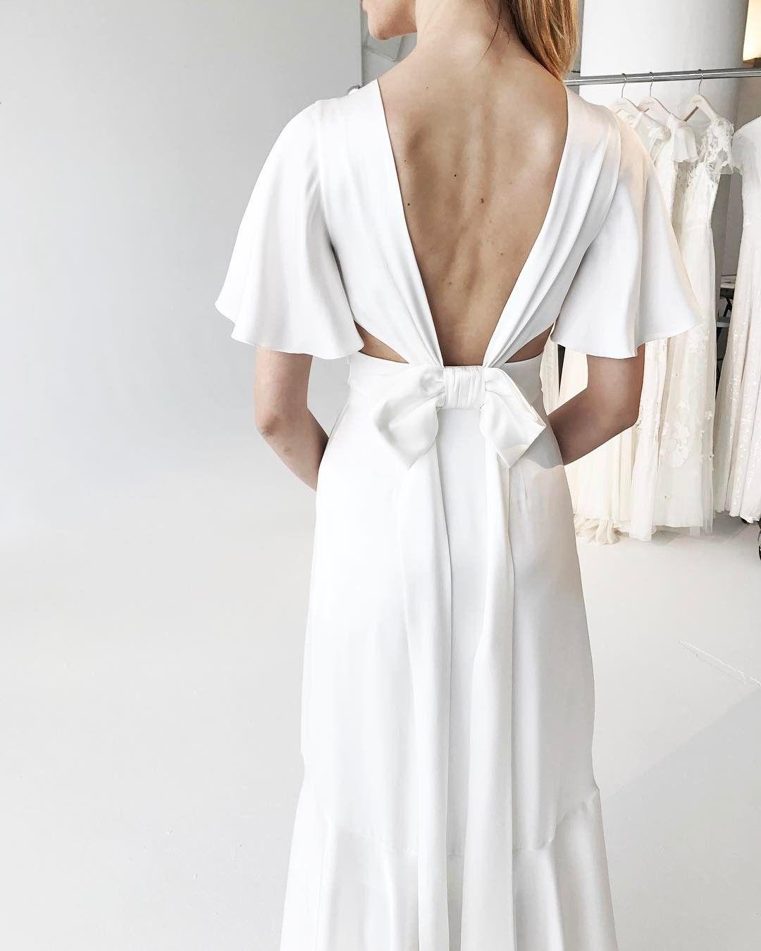 "Temperley Bridal (@temperleybridal) på Instagram: ""Sneak peek of the Summer 2018 Bridal collection in the New York showroom from @babushkaballerina…"""