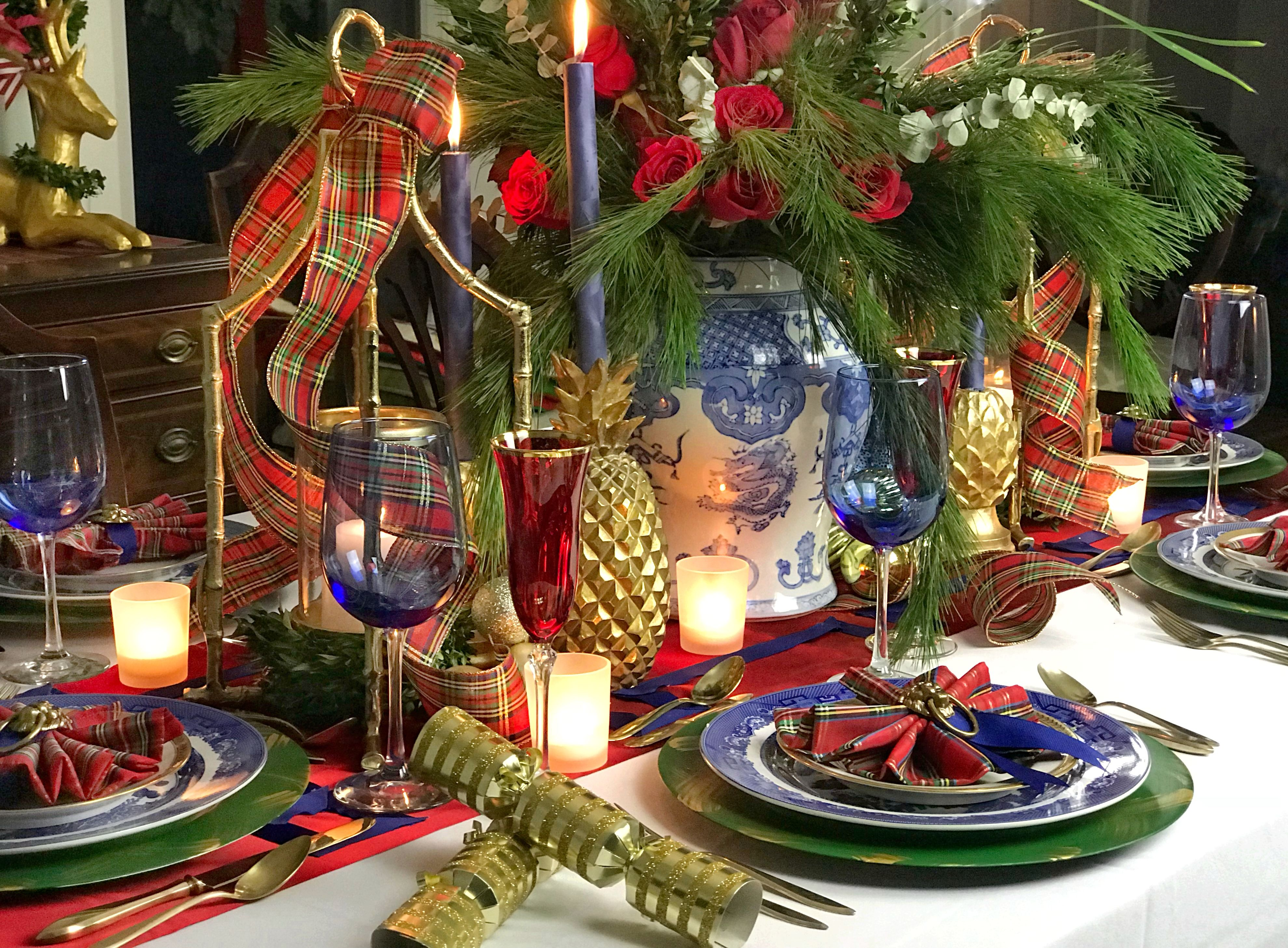 Chinoiserie Chic Classic Blue White Red Christmas Tablescape With Touches Of Gold Brass And Red Christmas Decor Christmas Table Decorations Christmas Deco