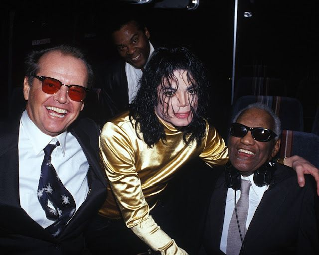"""Ray Charles with Jack Nicholson and Michael Jackson at Bill Clinton's inaugural event """"An American Reunion - New Beginnings, Renewed Hope"""", on the steps of the Lincoln Memorial (Jan. 7, 1993)."""