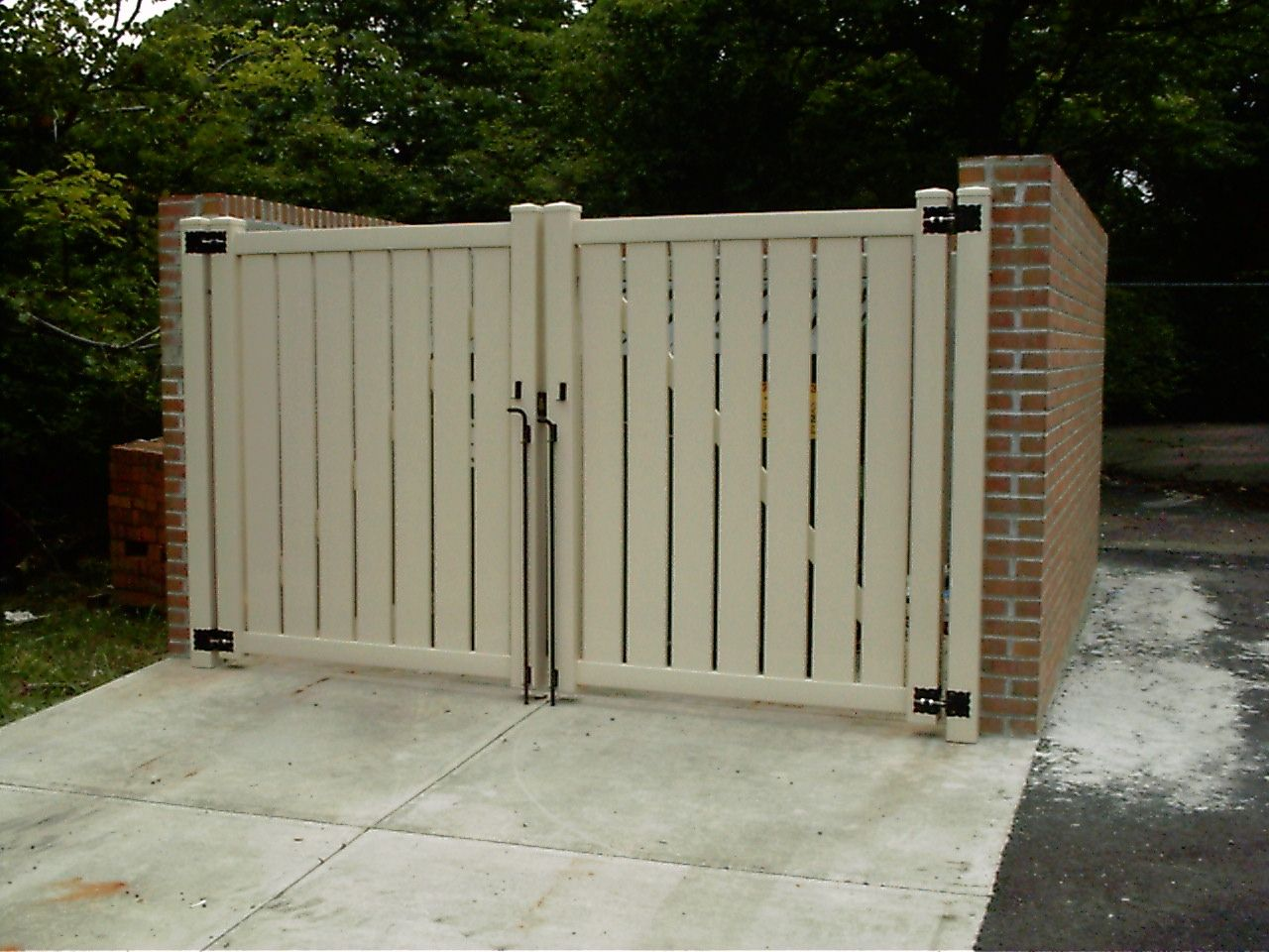 Good Looking Dumpster Enclosure Concrete Pad In Front Needs Heavier Hinges And Pegs Use Some Kind Of Plastic Viynl Hardi Entry Gates House Front Thai House