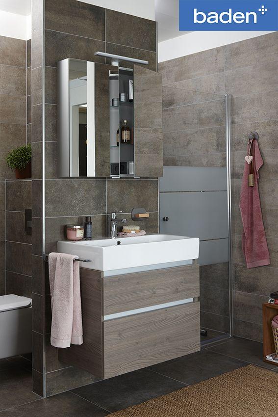 Met een T-optelling kan ook een kleine badkamer heel compleet zijn ...