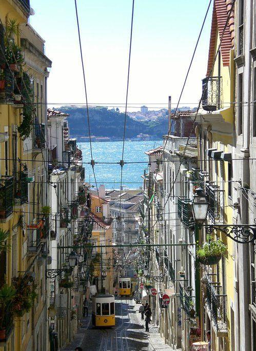Lisbon, Rua da Bica (!)
