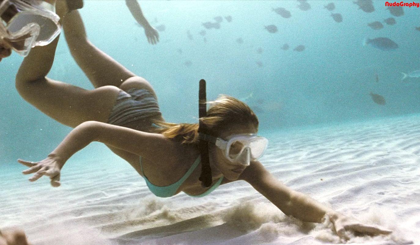 Jessica Alba Bikini Underwater
