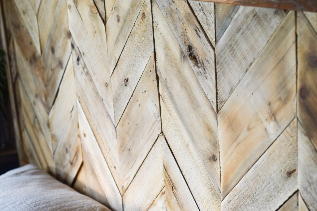 Herringbone Pallet Headboard - My Happy Simple Living #palletheadboards