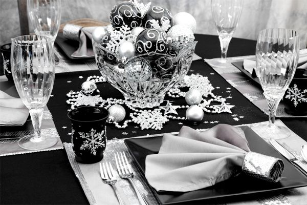 christmas table in black and silver