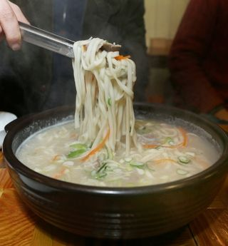 탐스칼국수: MOMMY STYLE HAND MADE NOODLE (CALKUKSU) ! YUM ! WITH HOT MILKY BROTH !