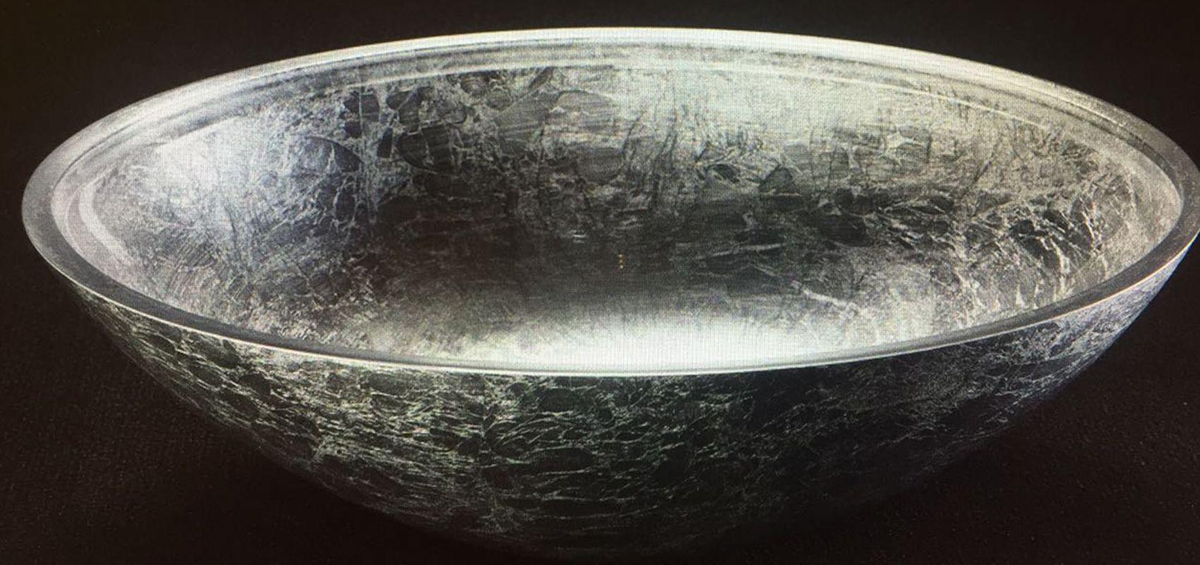 Aufsatzbecken mit Blattsilber ein silbernes Waschbecken