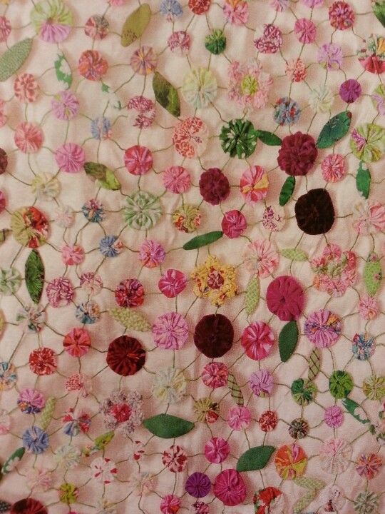 Pin By Amy Love On Yo Yo Projects Quilting Crafts Fabric Crafts Fabric Flowers