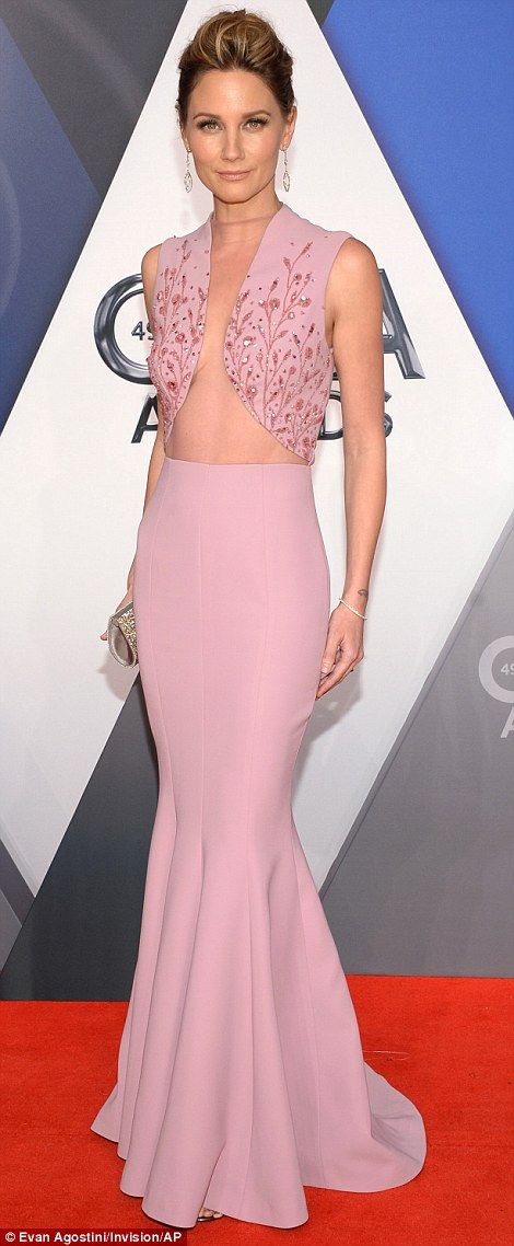 Carrie Underwood, Jewel, RaeLynn at 49th annual CMAs | Mauve dress ...