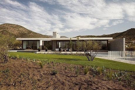 Claro House by Juan Carlos Sabbagh Arquitectos