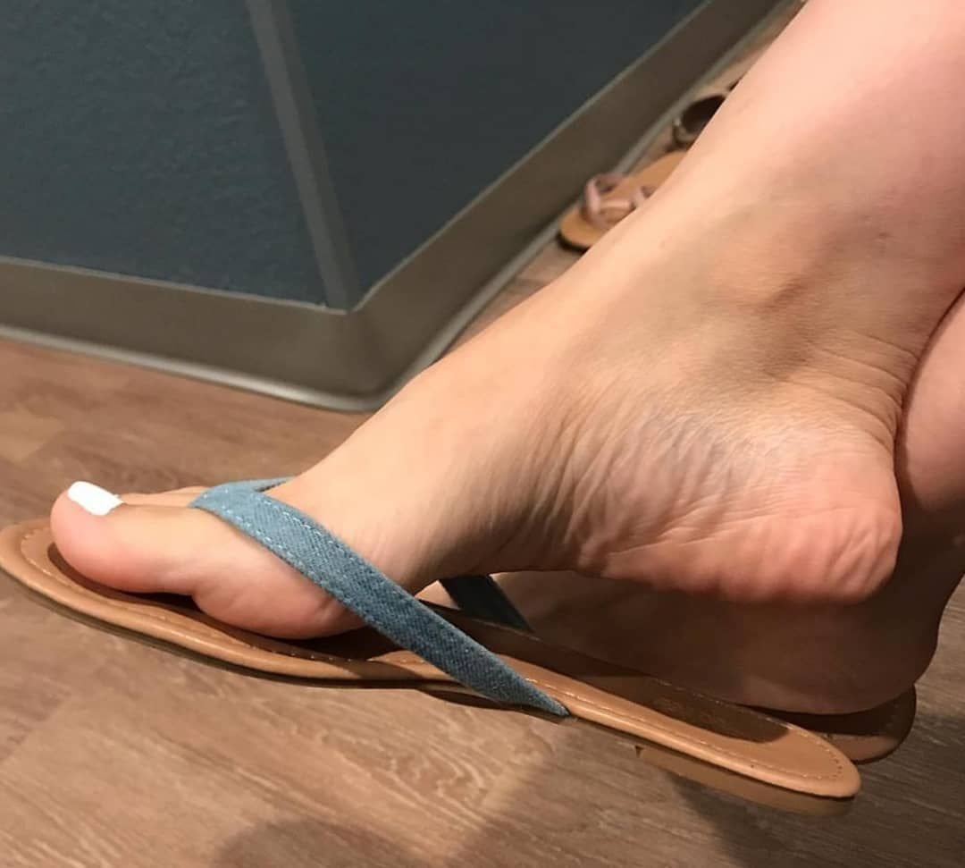 Sexy Feet Flip Flops Dangle