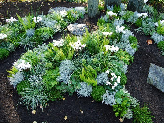 Blumen Mosch Kreative Grabgestaltung Und Jahreszeitliche Bepflanzung In Durlach Aue Und Umgebung Bepflanzung Grabgestaltung Grabbepflanzung
