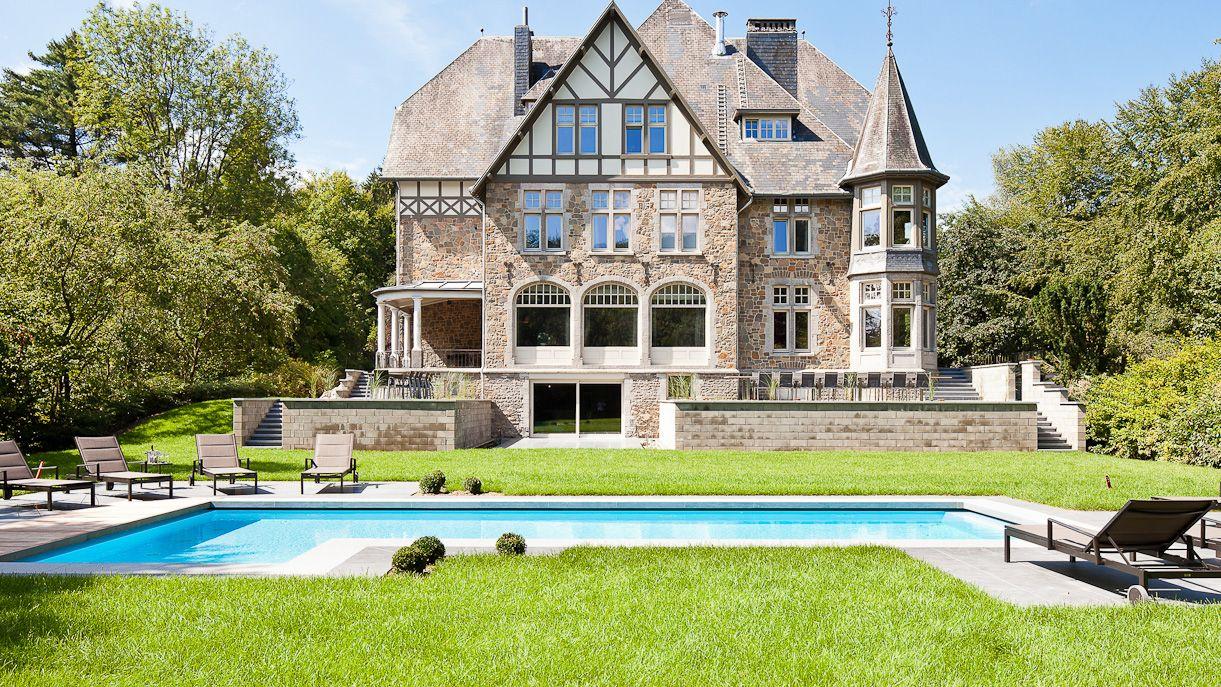 kasteel coo met zwembad, sauna en vergaderruimte
