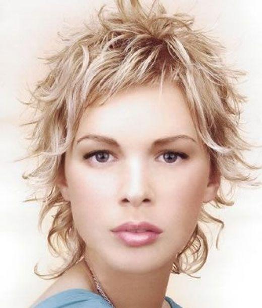 Women S Uniform Layer Haircut Short Wavy Hair Messy Short Hair Short Hair Styles