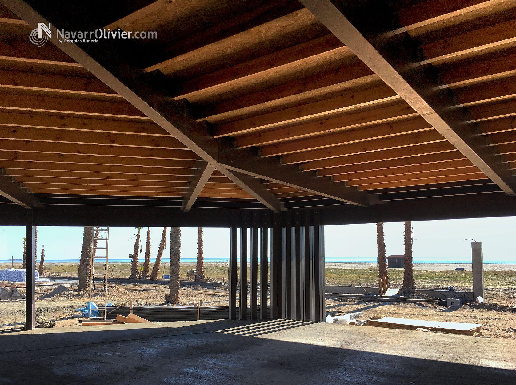 Mara beach club estructuras madera laminada vigas de madera laminada y vigas de madera - Cubiertas de madera laminada ...