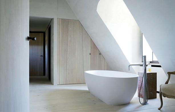Inspiratie voor een badkamer in de slaapkamer. #badkamer met houten