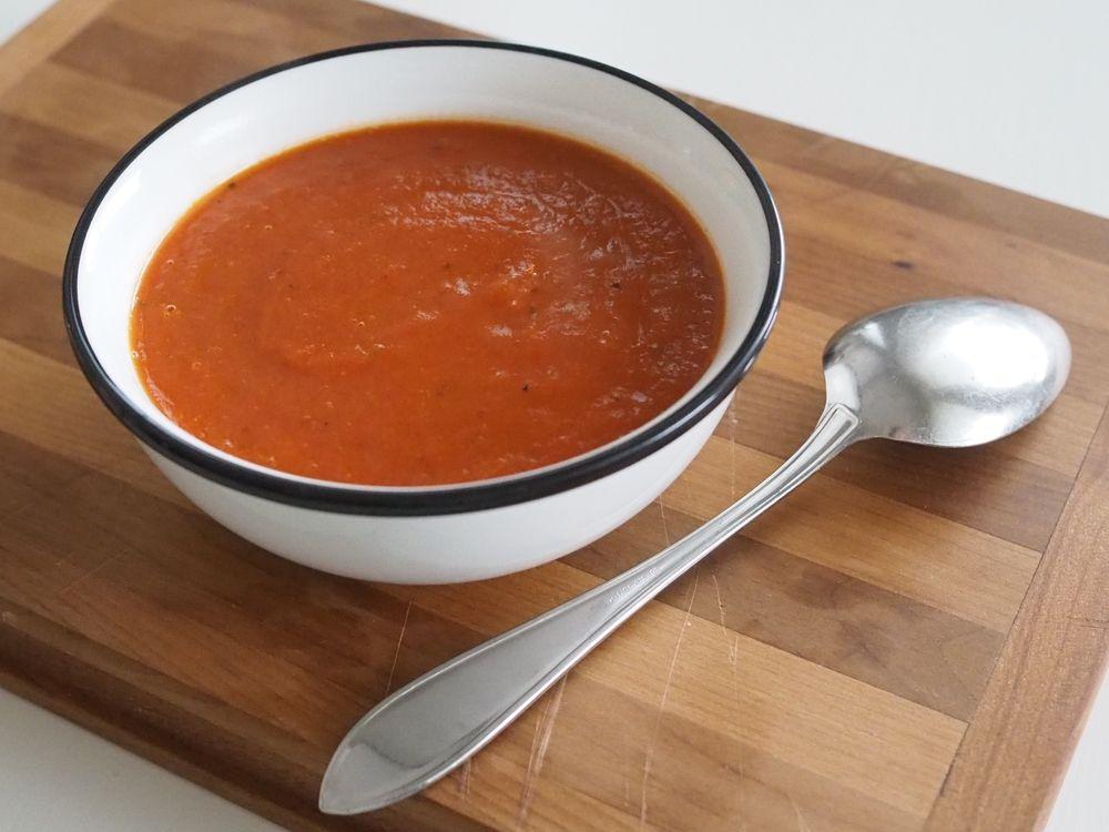 Makuja kotoa: Paahdettu paprika-tomaattikeitto