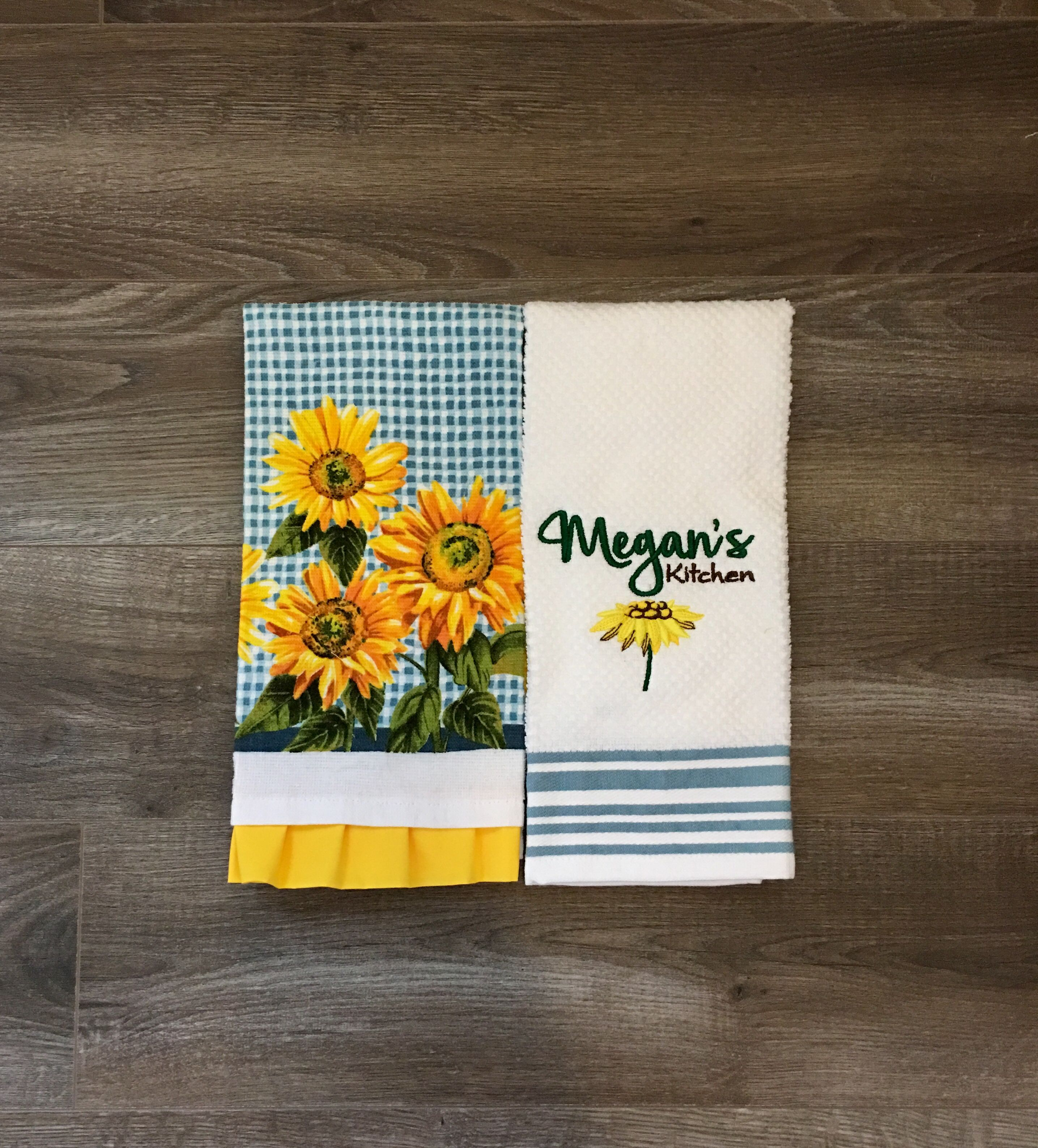 The Joyful Warmth Of Our Sunflower Kitchen Towel Gift Set Adds Country Vibes To Any Kitchen Meganskitch Sunflower Kitchen Kitchen Towel Set Kitchen Towels