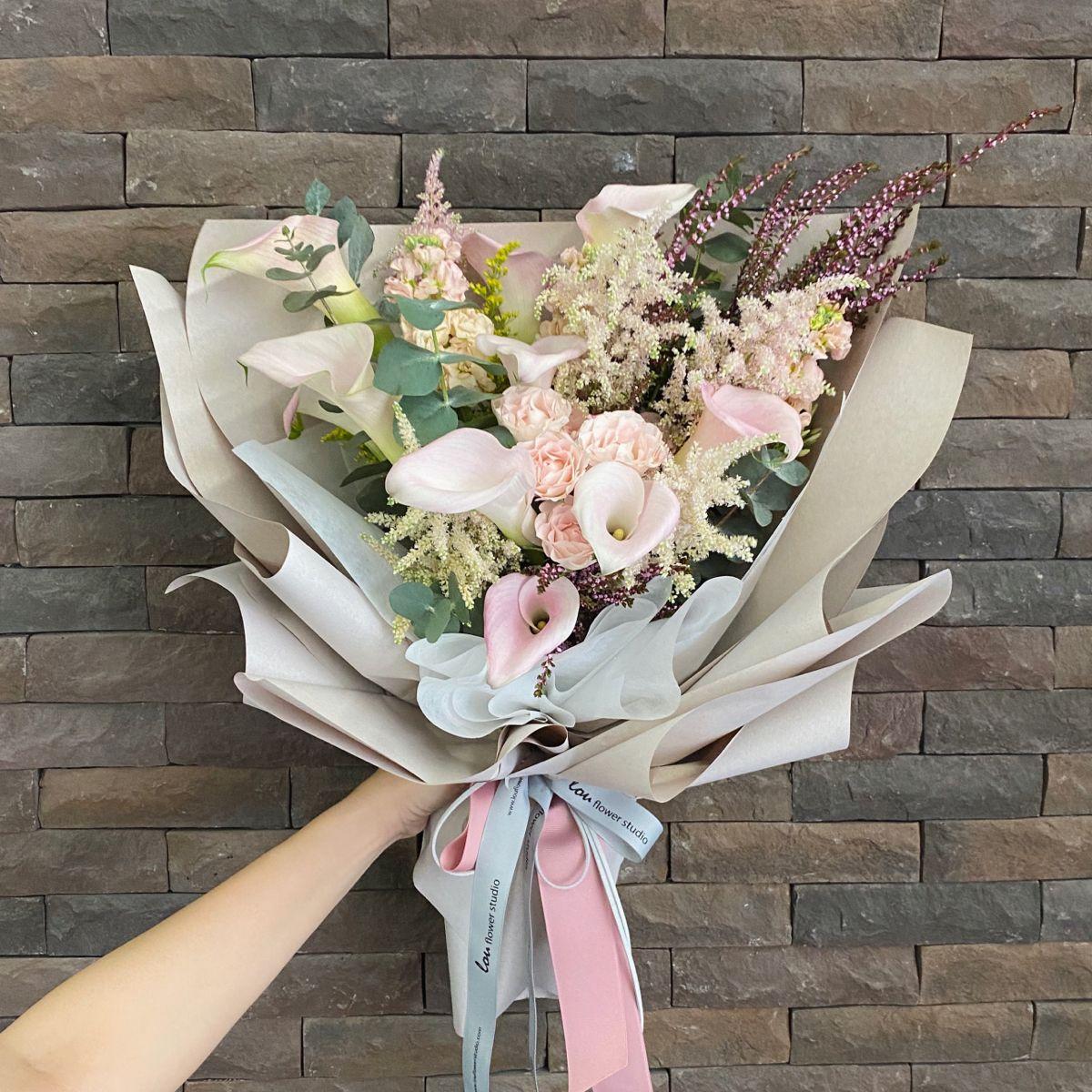 Calla Lilies Bouquet In 2020 Calla Lily Bouquet Pink Hydrangea Bouquet Calla Lily