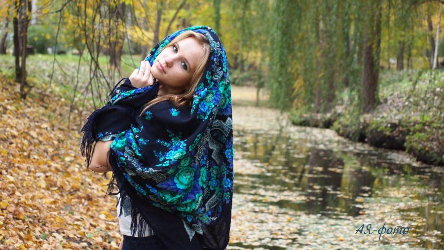 Russian Beauty Pavlovo Posad Shawl / Scarf