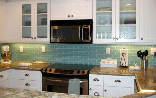 Love This Aqua Backsplash With The Brown Granite I May Use This Bungalow Kitchen Kitchen Inspirations Backsplash For White Cabinets