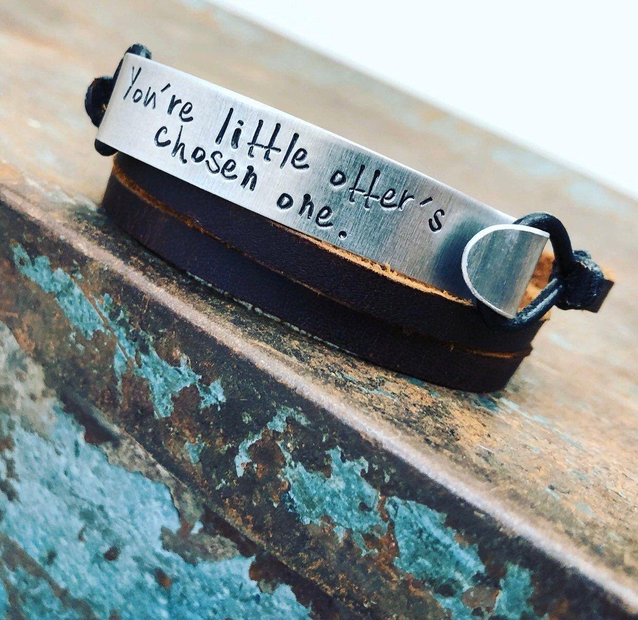 Bracelet gravé personnalisable. Manchette en cuir pour homme
