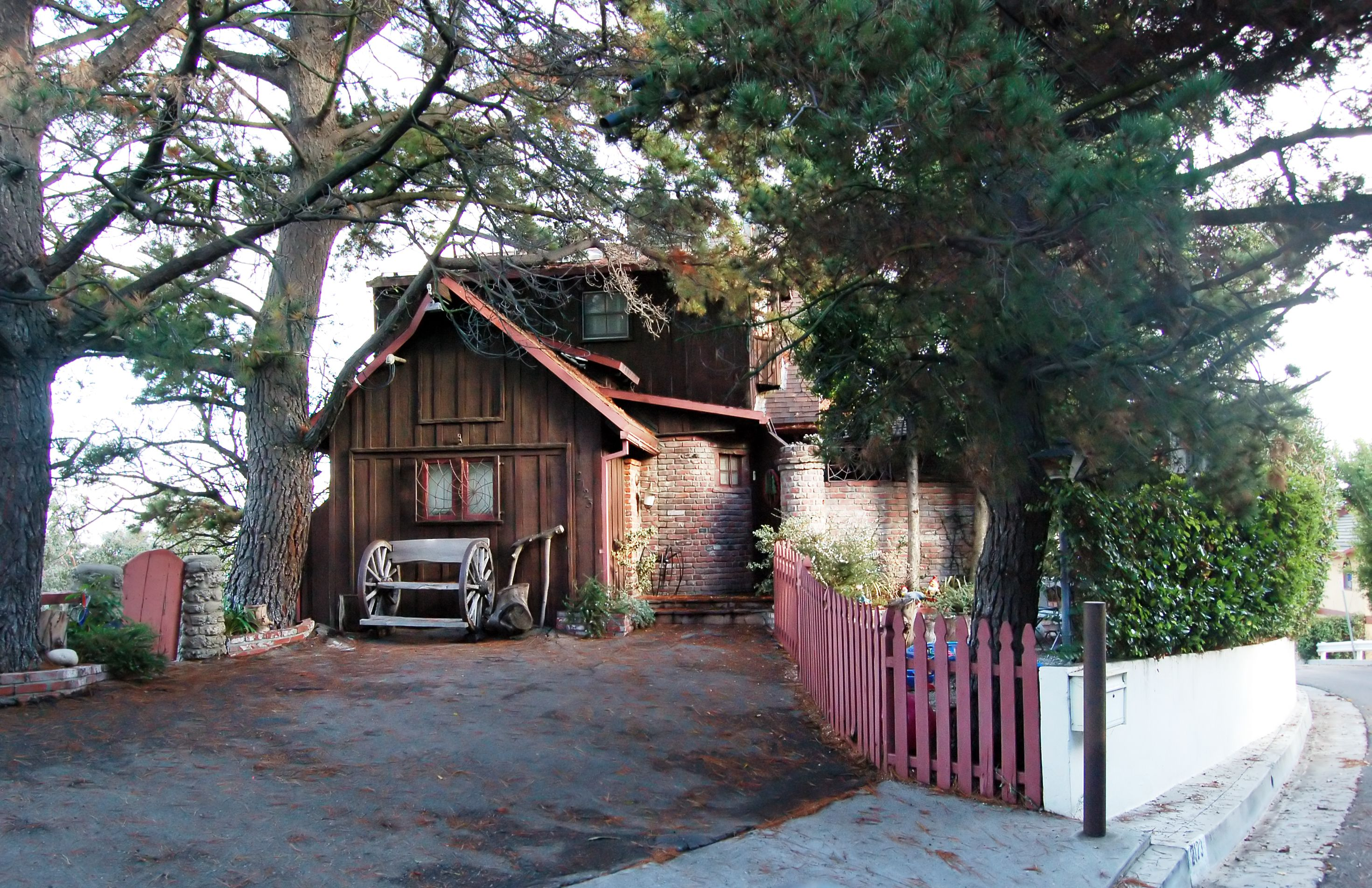 Laurel canyon the witch house laurel canyon pinterest for Canyon house