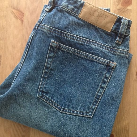 """LOFT boot cut jeans Barely worn boot cut jeans from LOFT. Size 6 with a 31"""" inseam. In excellent condition with no visible wear. From my smoke-free home. No trades/no Paypal. Thanks for checking out my closet! LOFT Jeans Boot Cut"""