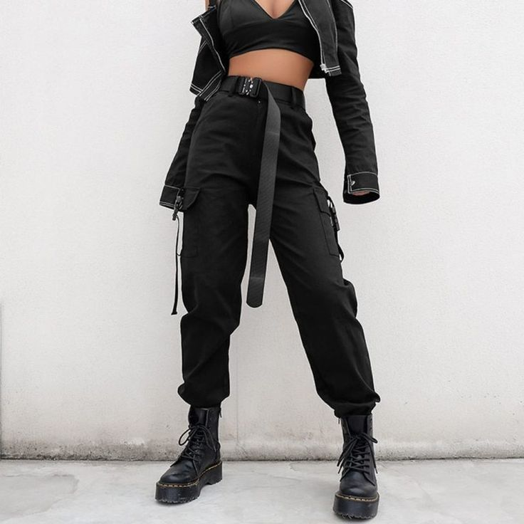 Lose schwarze Hose mit hoher Taille   Outfit ideen