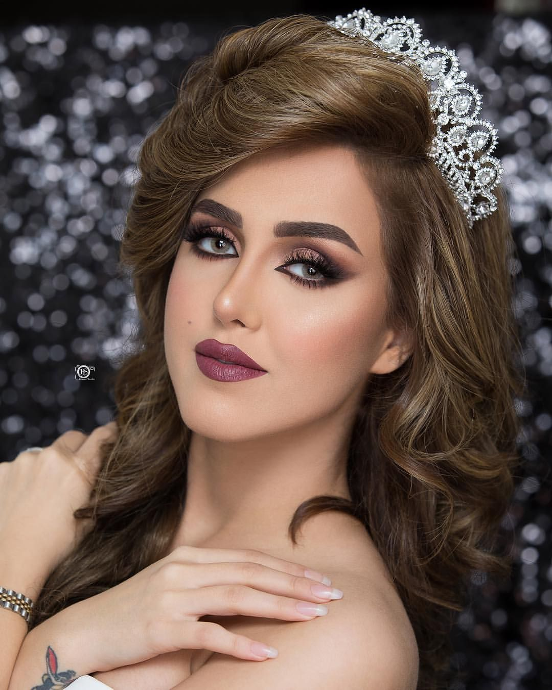 606 Likes 7 Comments Makeup Artist From Uae Faiza Alkasadi Makeup On Instagram Hairdo Wedding Bride Makeup Bridal Party Makeup