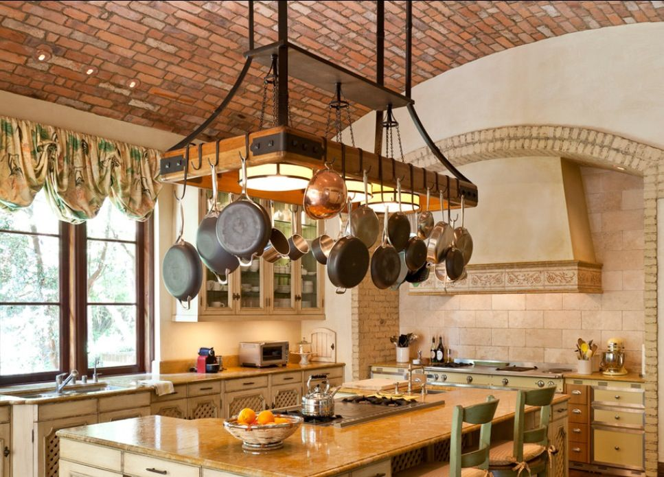 ceiling pot rack inspiration cocina con un gran colgador rh pinterest co uk