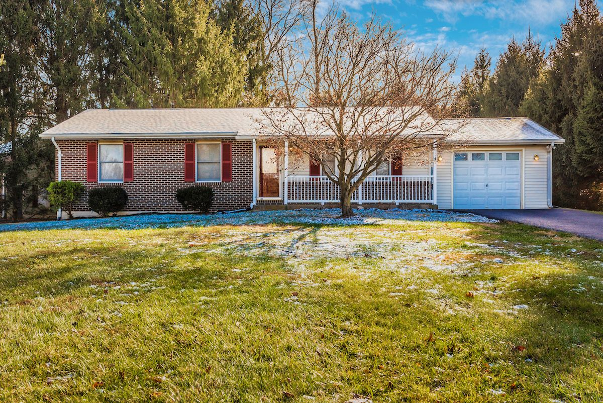 Brian Roth Of Long Foster Realtors Just Listed 11911 Wonder Court Monrovia Md 21770 This 3 Bedroom 3 Bathroom Single Fa Wonder House Styles Country Living