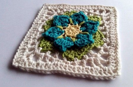 louloudia by Shelley Husband 2015 from 20 Floral #Crochet Patterns ebook | @spincushions