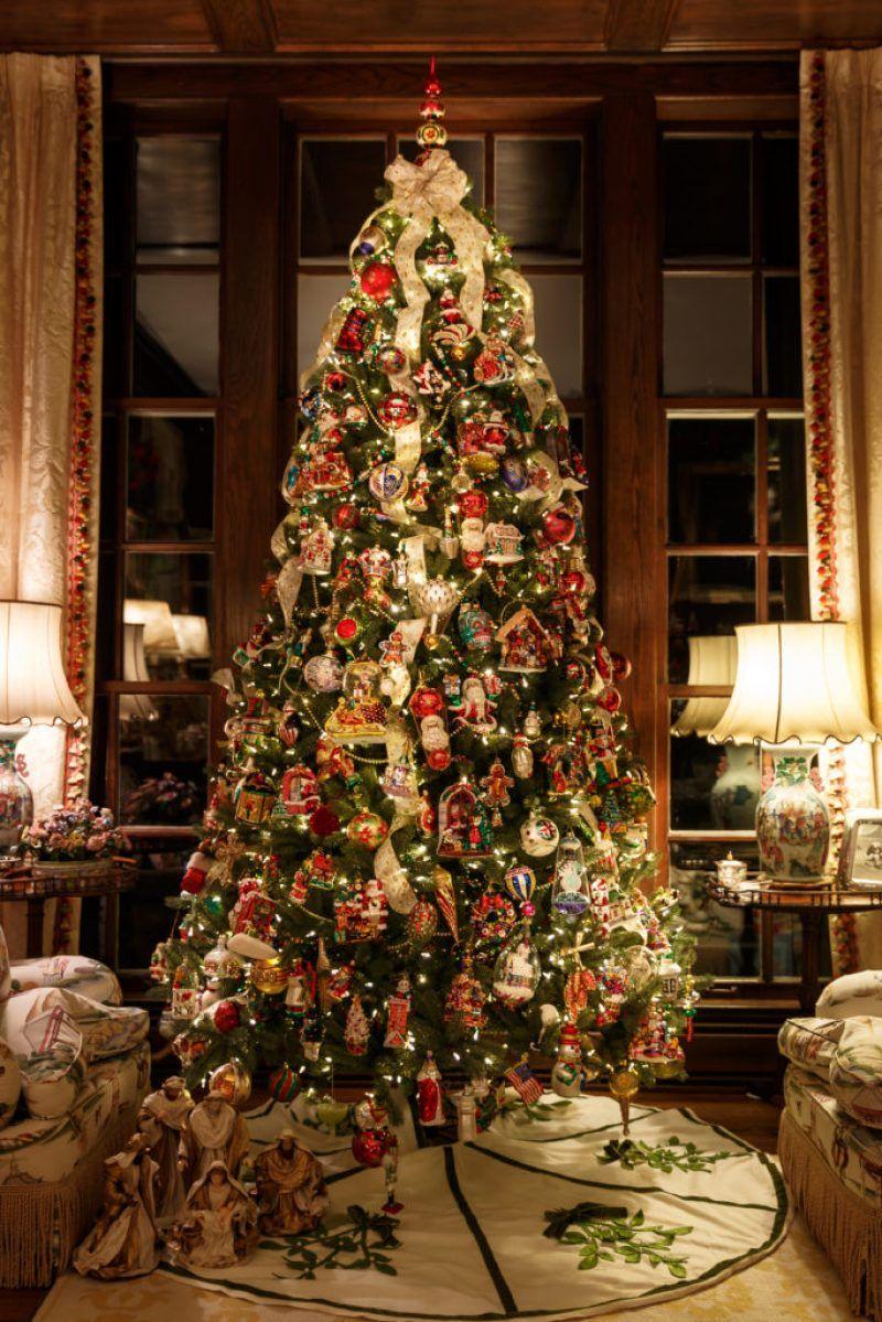 Nostalgic Kentucky Christmas With Lee Robinson The Glam Pad Kentucky Christmas Historical Christmas Holiday Decor