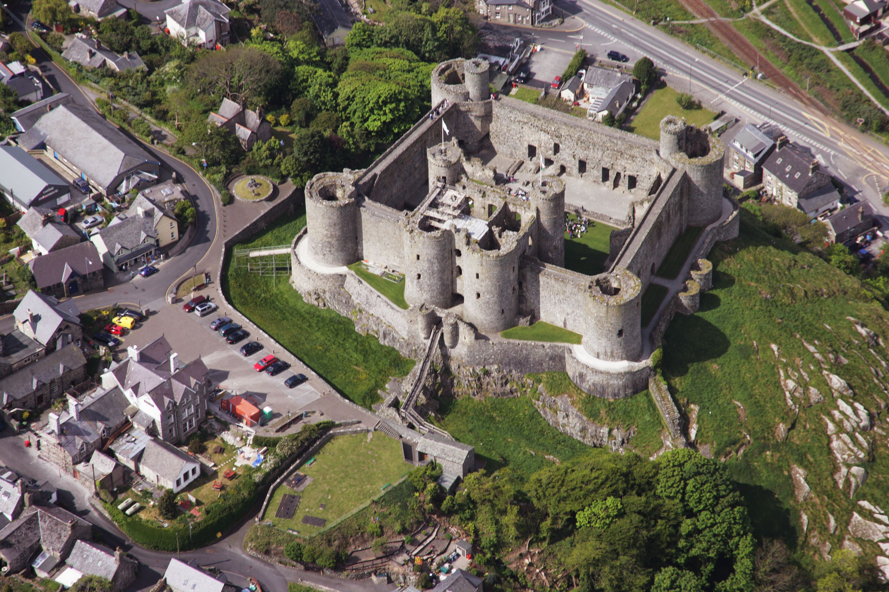 air view, harlech castle. england. 1286-90 #architecture #castle